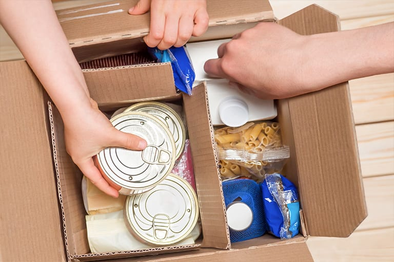 Packing food into box
